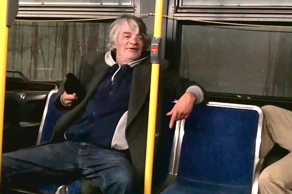 Imagem de Você já ficou tão bêbado que comprou, sei lá... Um ônibus pela internet? no tecmundo