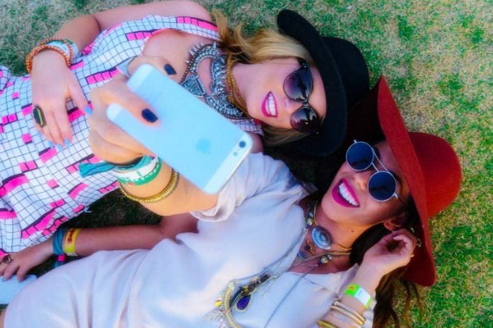 Imagem de Pessoas que tiram muitas selfies se acham mais belas do que são, diz estudo no tecmundo