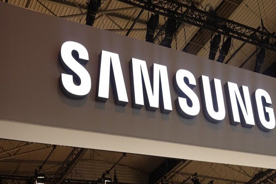 Imagem de Galaxy Folder 2: novo celular com flip da Samsung ganha imagens oficiais no tecmundo