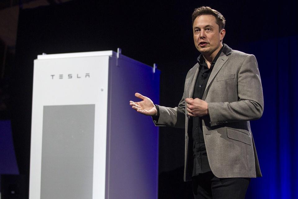 Imagem de Tesla revela telhado solar ousado e nova versão de sua bateria para casas no tecmundo
