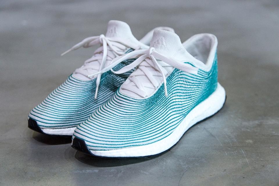 bebfa847c2 Imagem de Adidas lança tênis feito de plástico reciclado recolhido dos  oceanos no tecmundo