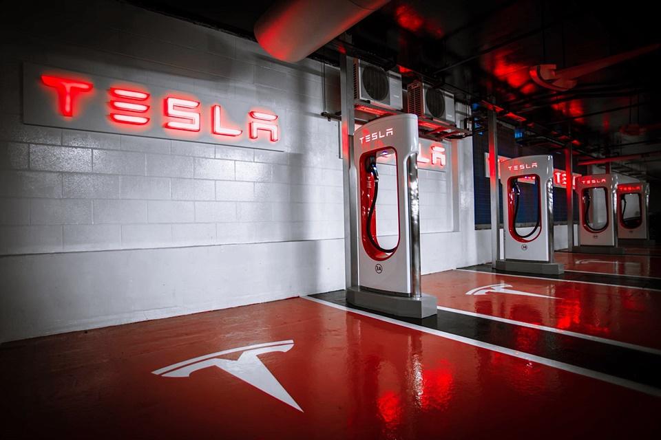 Imagem de Superchargers: recarregar seu Tesla vai custar uma grana a partir de 2017 no tecmundo