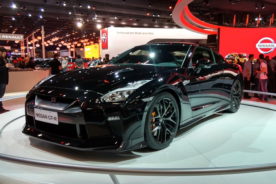 "Imagem de Nissan leva nova Frontier e Kicks pro palco e ""Godzilla"" na vitrine no tecmundo"