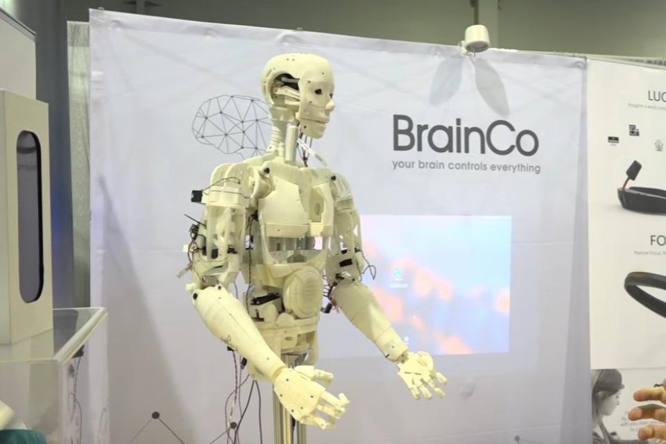 Imagem de Testamos um robô controlado por pensamento na CES 2017 no tecmundo
