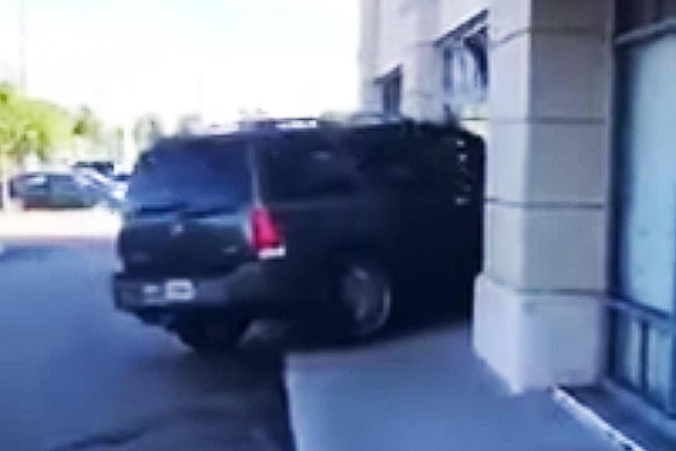 Imagem de Fúria sobre rodas: mulher invade loja nos EUA por causa de iPhone quebrado no tecmundo