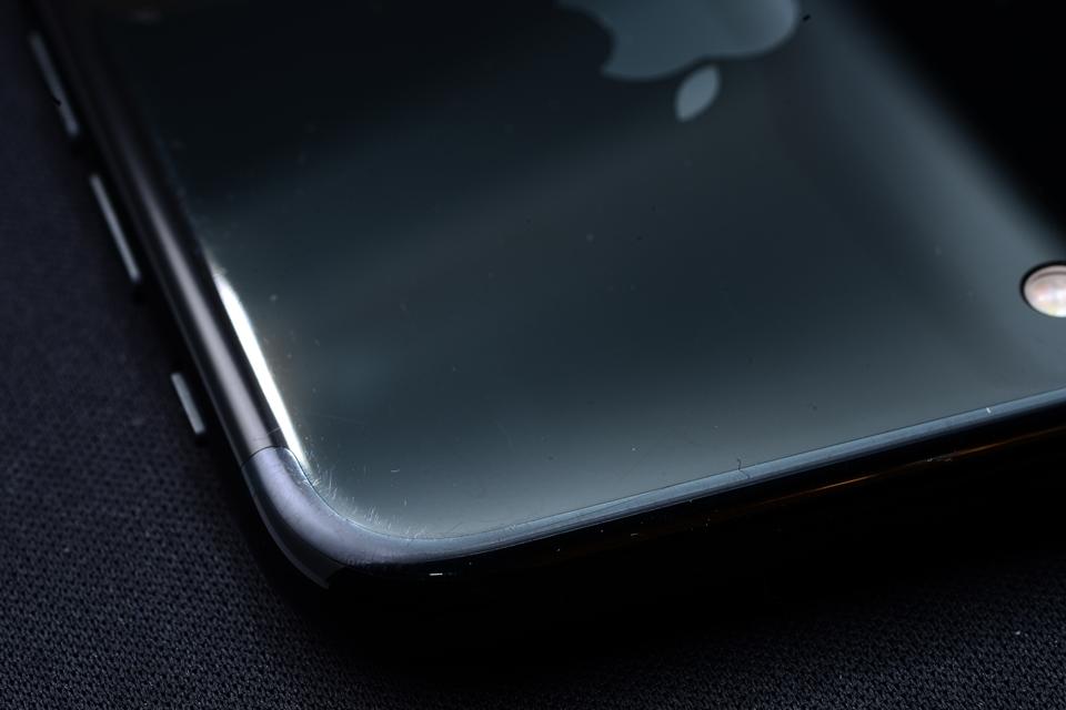 Imagem de Dói na carteira: usuários do iPhone 7 Jet Black mostram aparelhos riscados no tecmundo