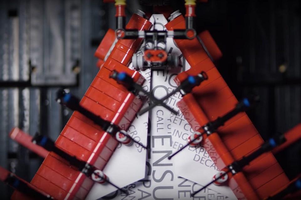 Imagem de Robô Lego que monta avião de papel é a coisa mais animal que você verá hoje no tecmundo