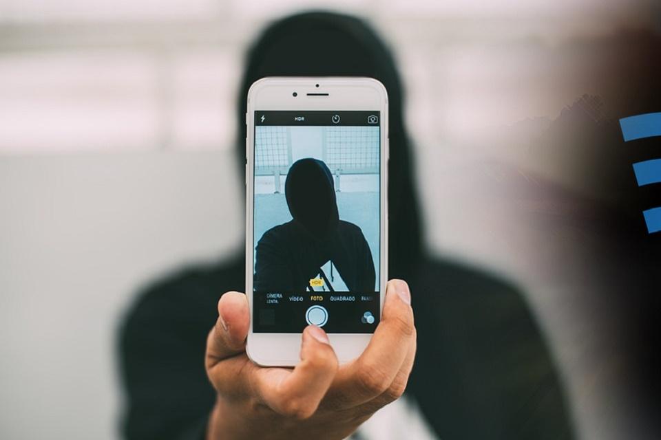 Imagem de WikiLeaks mostra como a CIA hackeia iPhones e MacBooks no tecmundo