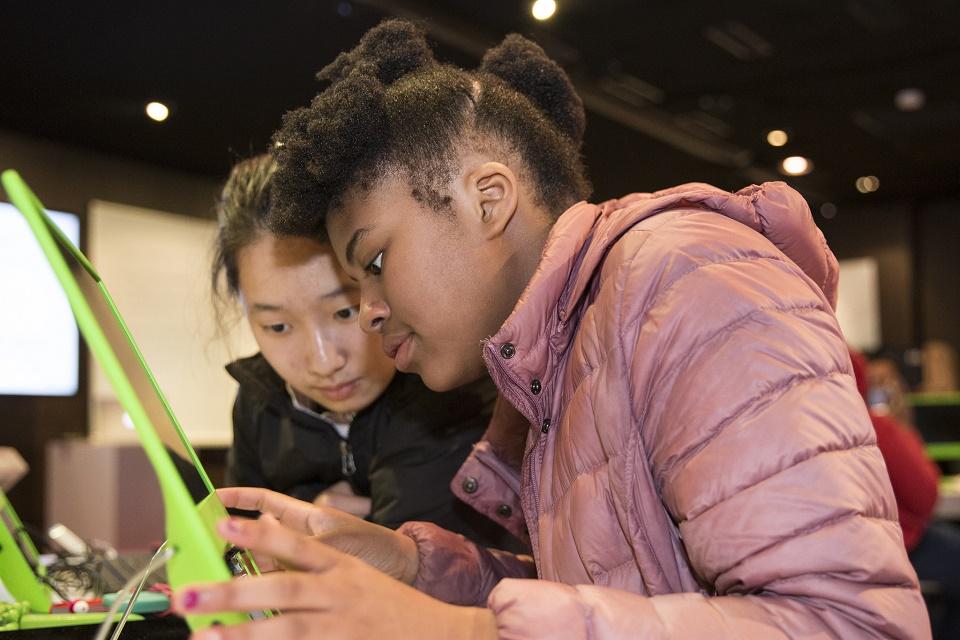 Imagem de CO.LAB é um projeto da Red Hat para empoderar meninas carentes no tecmundo