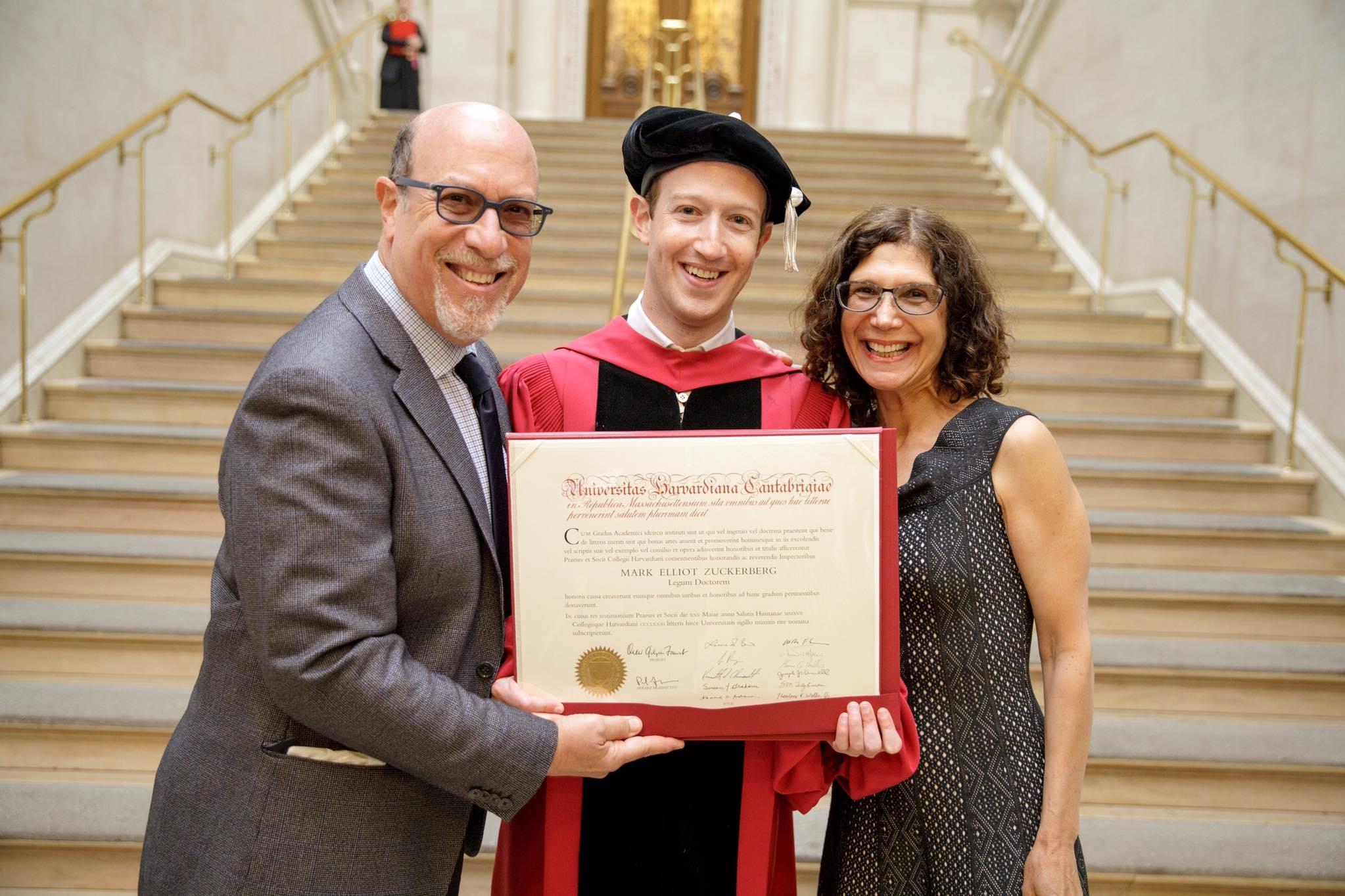 Imagem de Mark Zuckerberg recebe diploma honorário da Universidade de Harvard no tecmundo