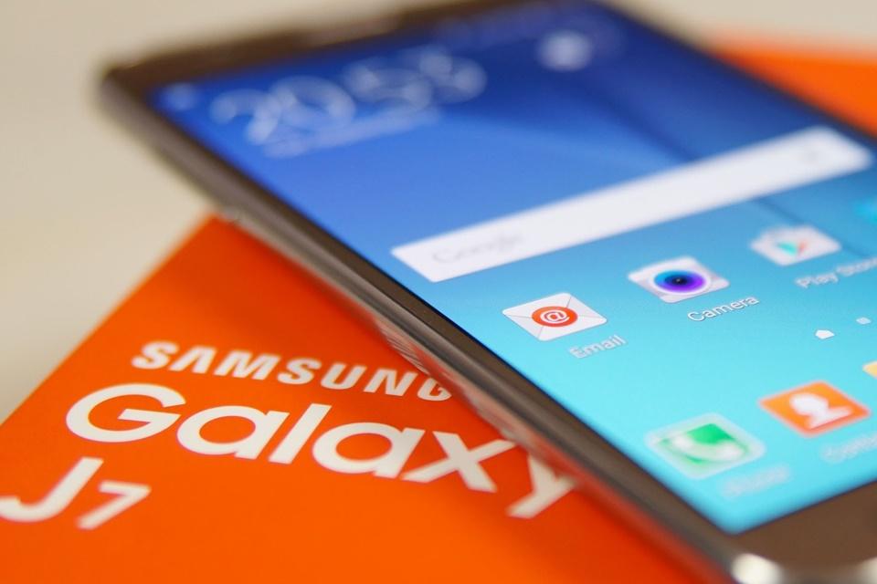 Imagem de Samsung confirma Galaxy J5 e J7 sem querer em seu próprio site no tecmundo