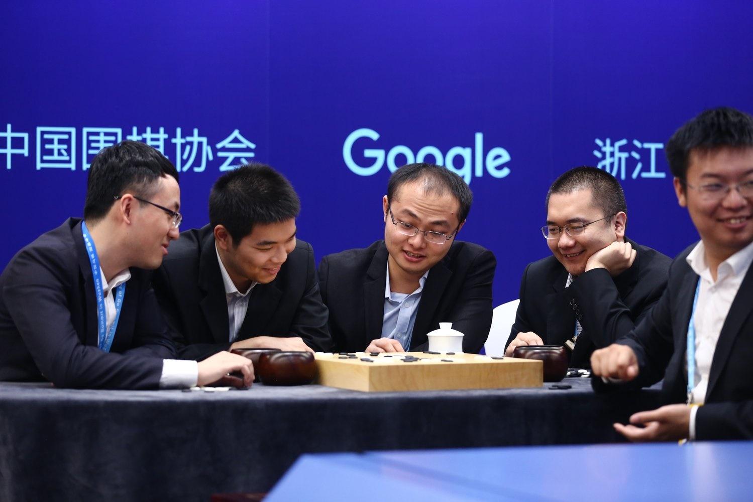 Imagem de Inteligência artificial da Google se apoesenta após vencer campeões de Go no tecmundo