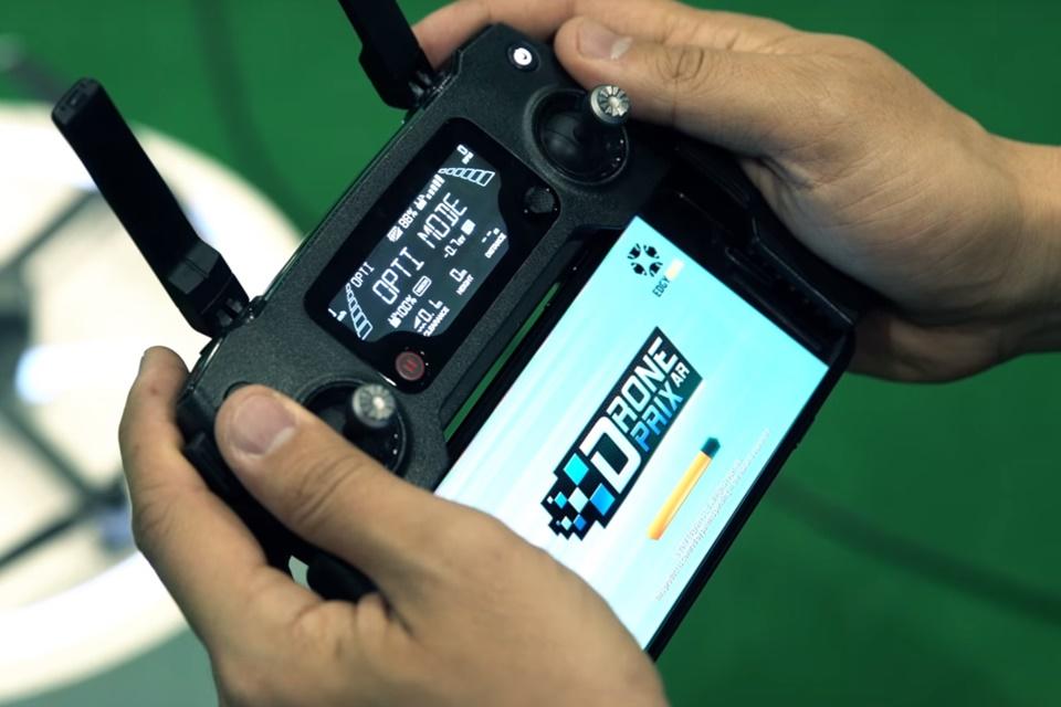 Imagem de Pilotar drones vira uma brincadeira divertida graças à tecnologia AR no tecmundo