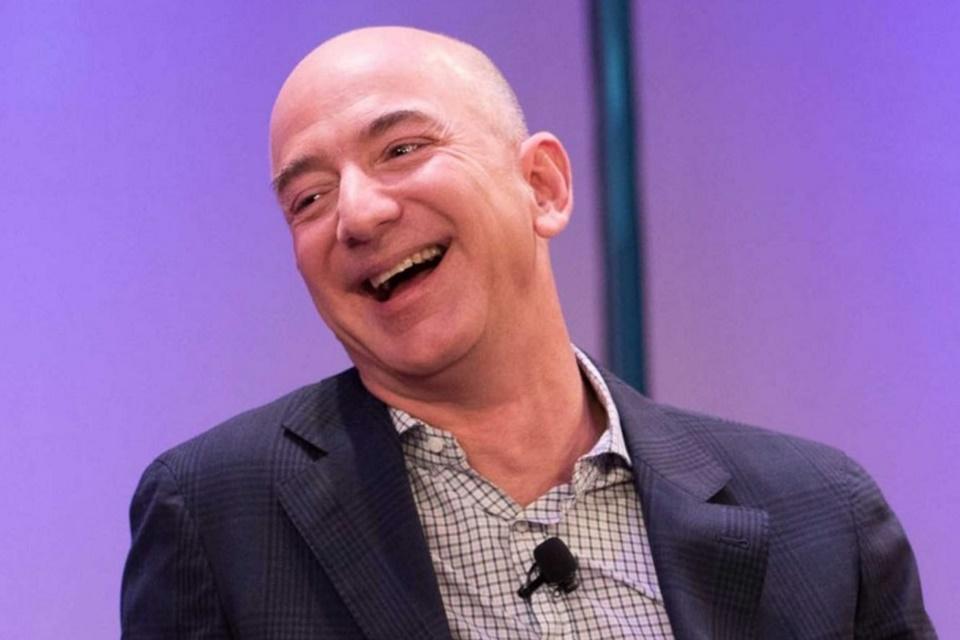 """Imagem de Jeff Bezos está a """"só"""" US$ 5 bilhões de virar o homem mais rico do mundo no tecmundo"""