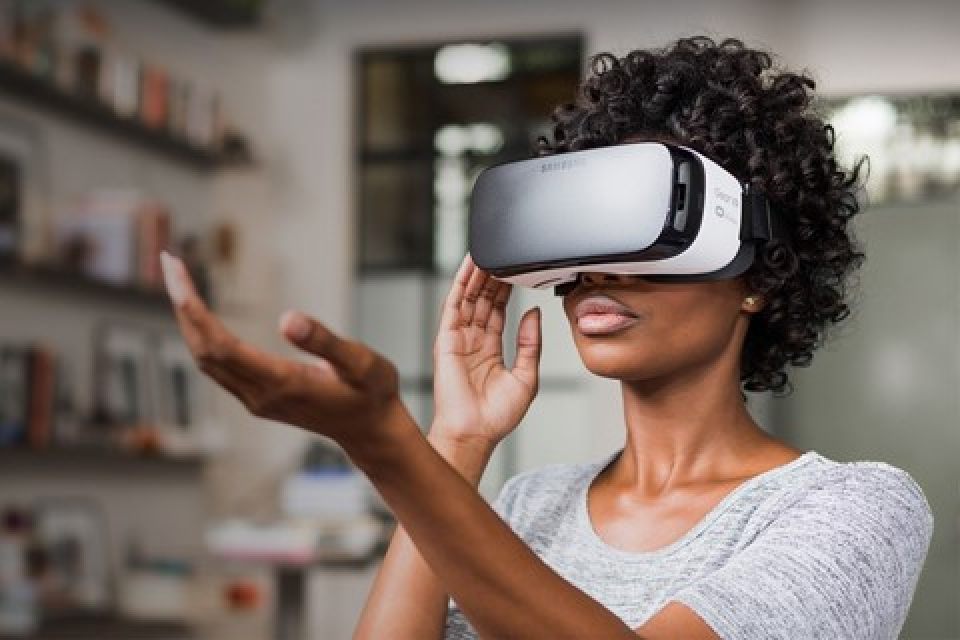 Imagem de Novo Gear VR pode ter tela OLED, dispensar celular e acabar com enjoos no tecmundo