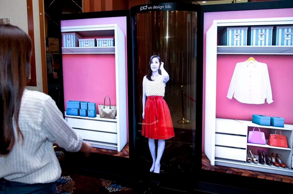 LG cria tela OLED flexível, transparente e com 1,70 metro (!)