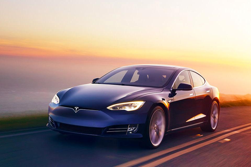 Imagem de Donos de Tesla Model S percorrem 900 quilômetros com um apenas uma carga no tecmundo