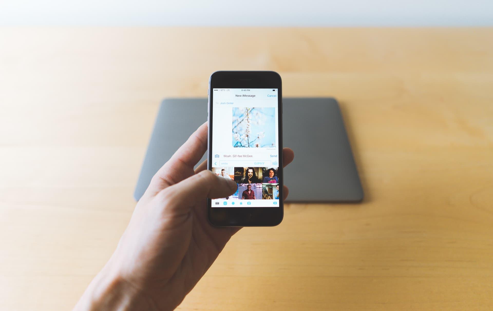 Imagem de iPhone: saiba como usar um GIF como papel de parede no tecmundo