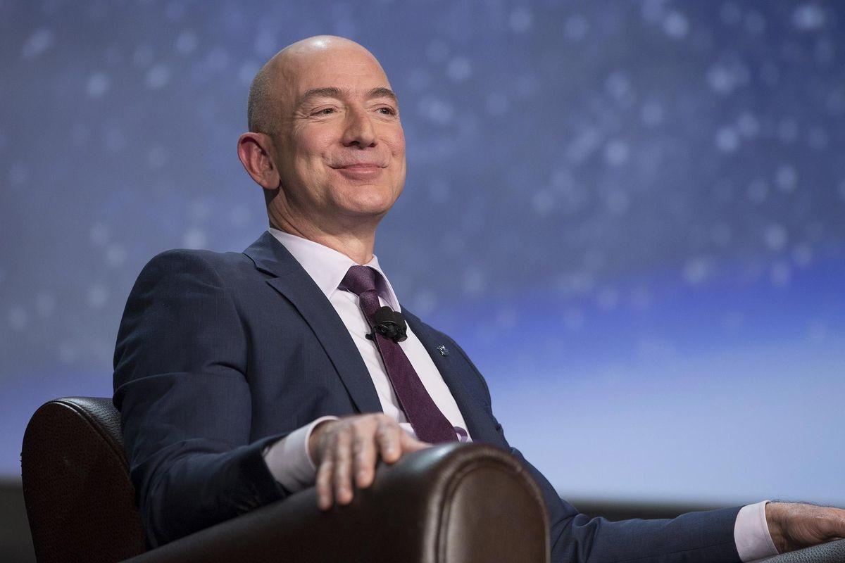Imagem de De volta ao 2° lugar, Jeff Bezos não é mais o maior bilionário do mundo no tecmundo