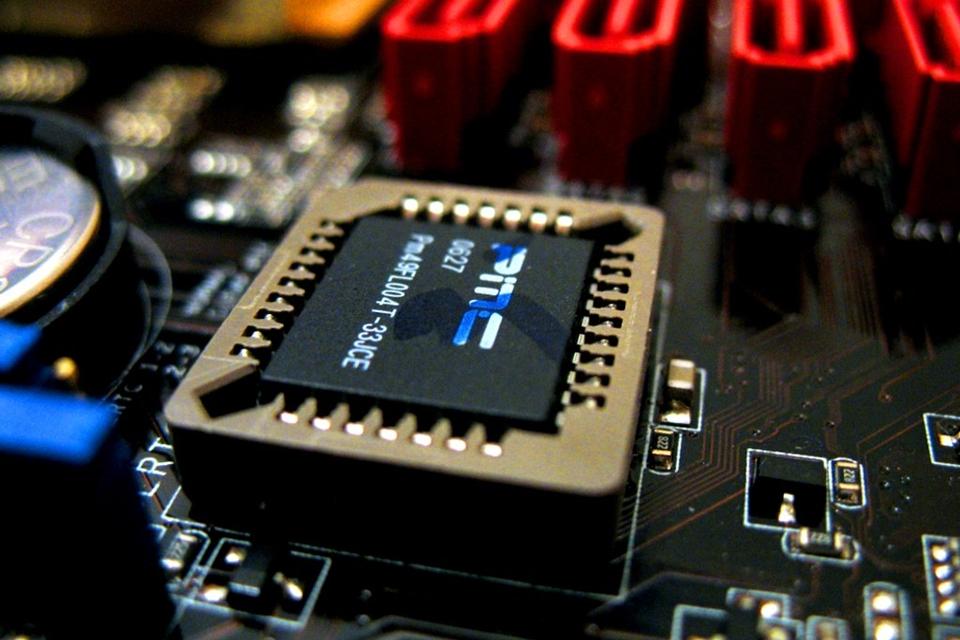 Imagem de BIOS: Aprenda a resetar o seu computador para as configurações de fábrica  no tecmundo