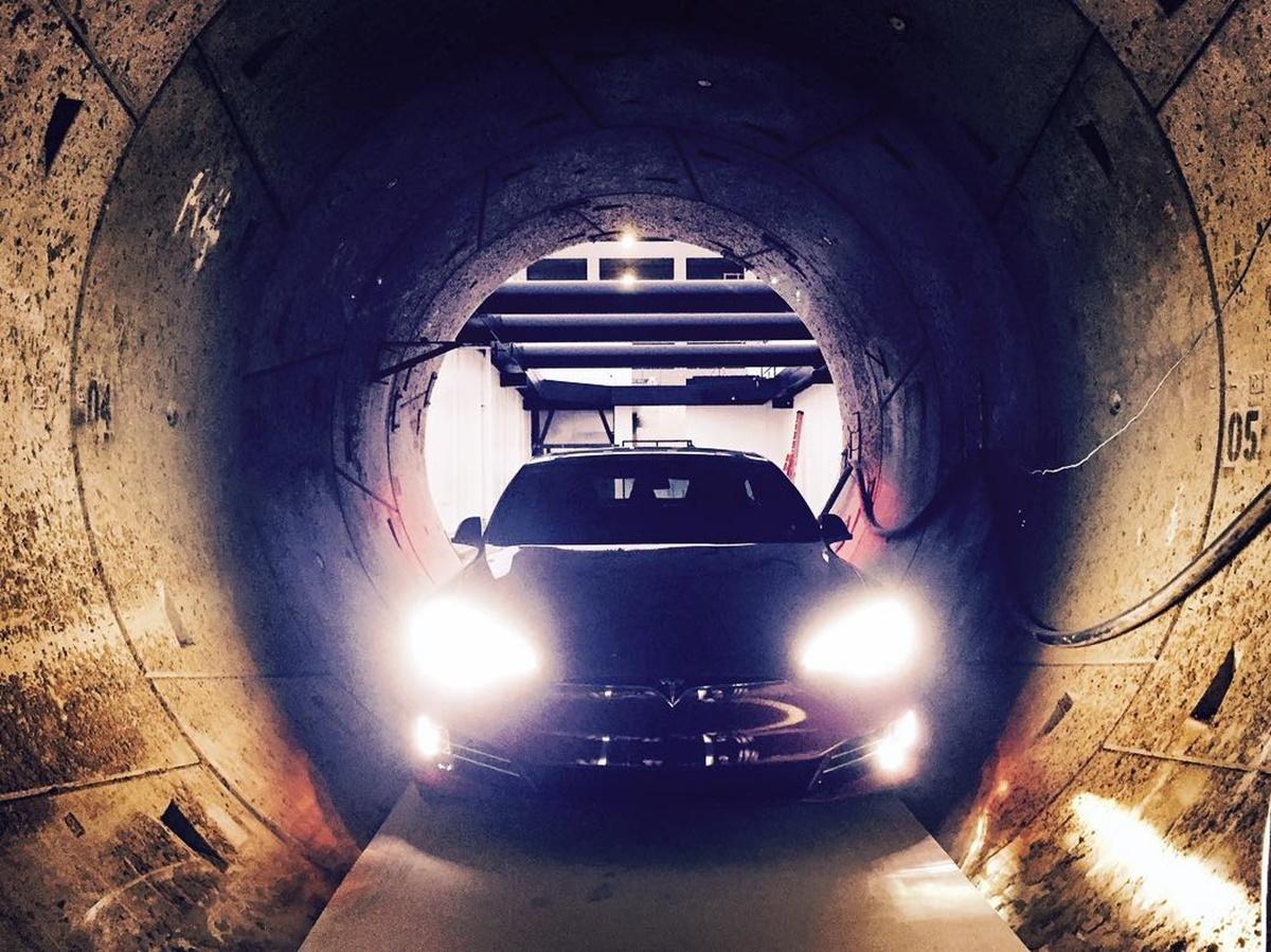 Imagem de Os mundos de Elon: bilionário mostra seu túnel sendo ocupado por um Tesla no tecmundo