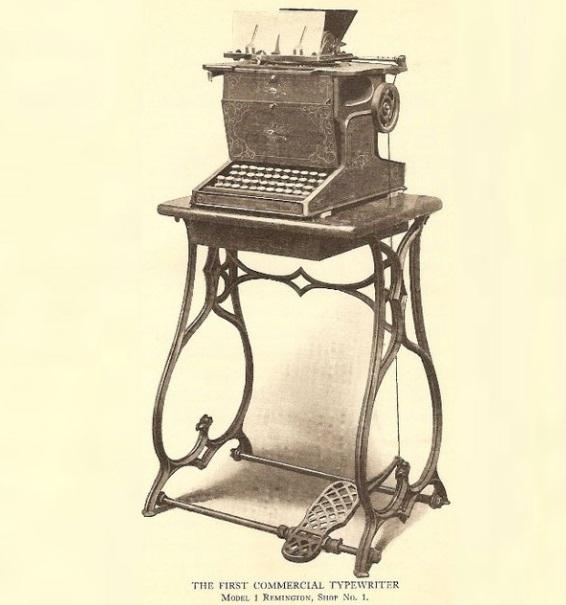Uma máquina de escrever velha.