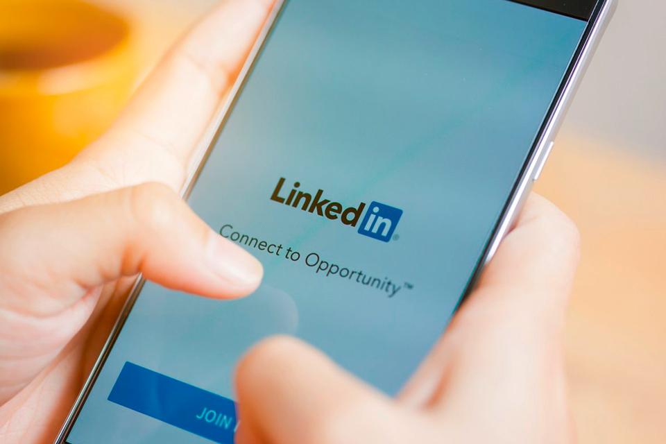 Imagem de LinkedIn: Veja como ficar online ou offline na rede social no tecmundo