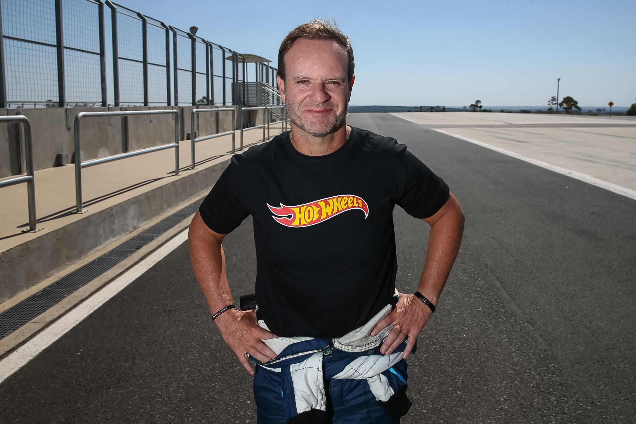 """Imagem de Rubens Barrichello vai dirigir um """"Hot Wheels de verdade"""" para a Uber no tecmundo"""