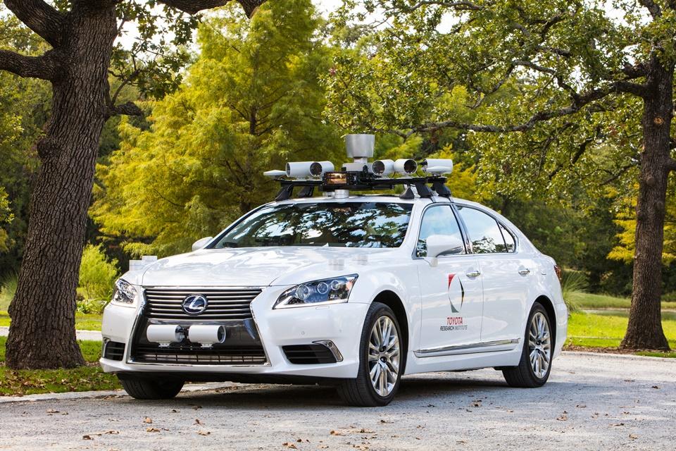 Imagem de Toyota testa carro autônomo com dois volantes para prevenir acidentes no tecmundo