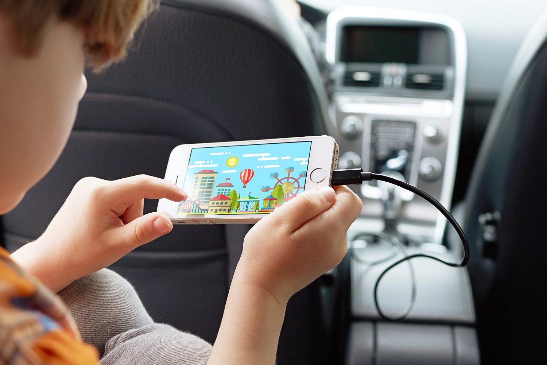Imagem de É verdade que carregar o celular no carro pode estragar sua bateria? no tecmundo