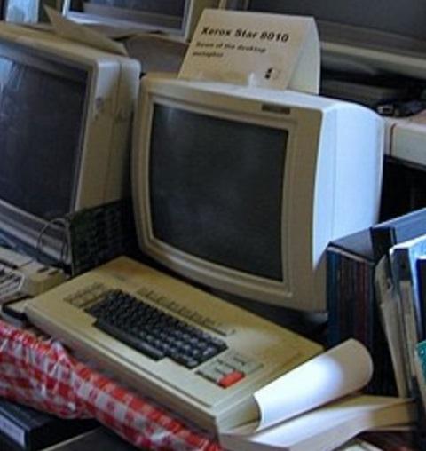 Um computador velho.