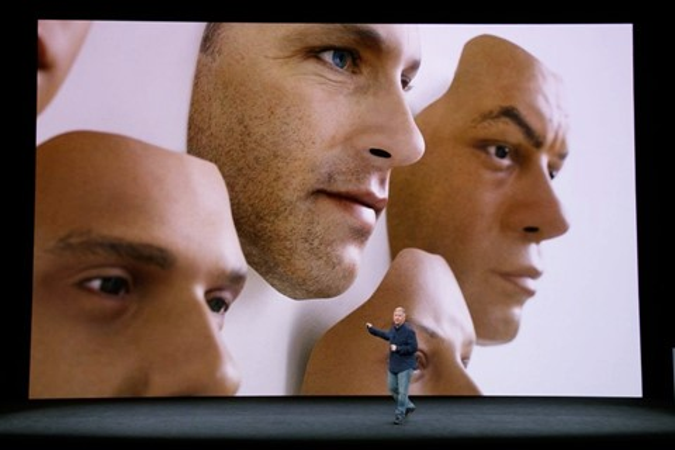 Imagem de 'Tecnologia não está madura': Face ID do iPhone X é derrotado por máscara no tecmundo