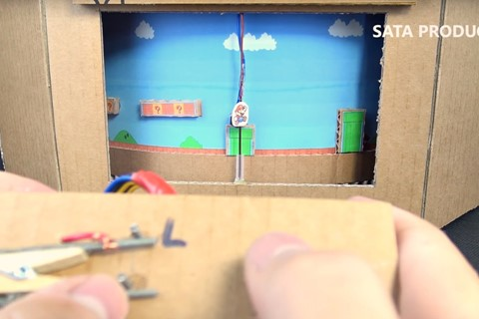 """Imagem de Fã cria versão """"super low tech"""" de Mário com fio de cobre e papelão, veja no tecmundo"""