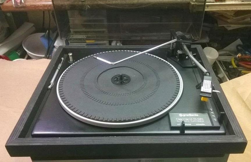 Um toca-discos.