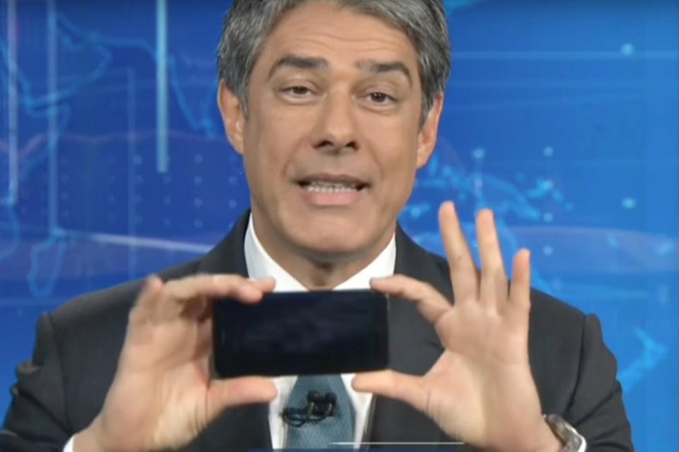 Imagem de William Bonner dá dica no JN de como gravar vídeo no celular e vira meme no tecmundo