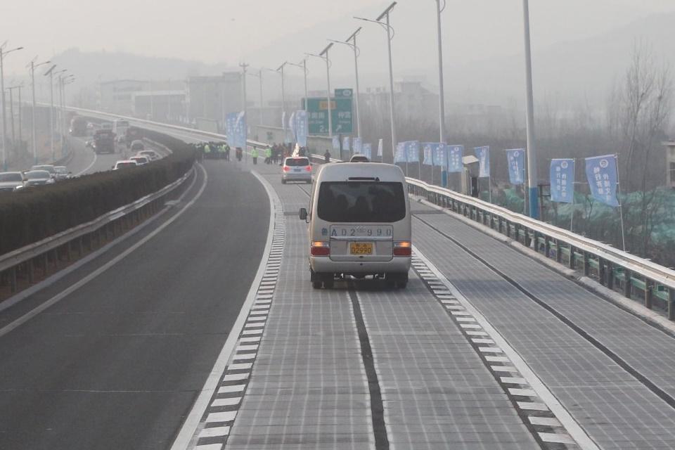 """Imagem de Criminosos roubam pedaço de """"estrada solar"""" chinesa dias após inauguração no tecmundo"""