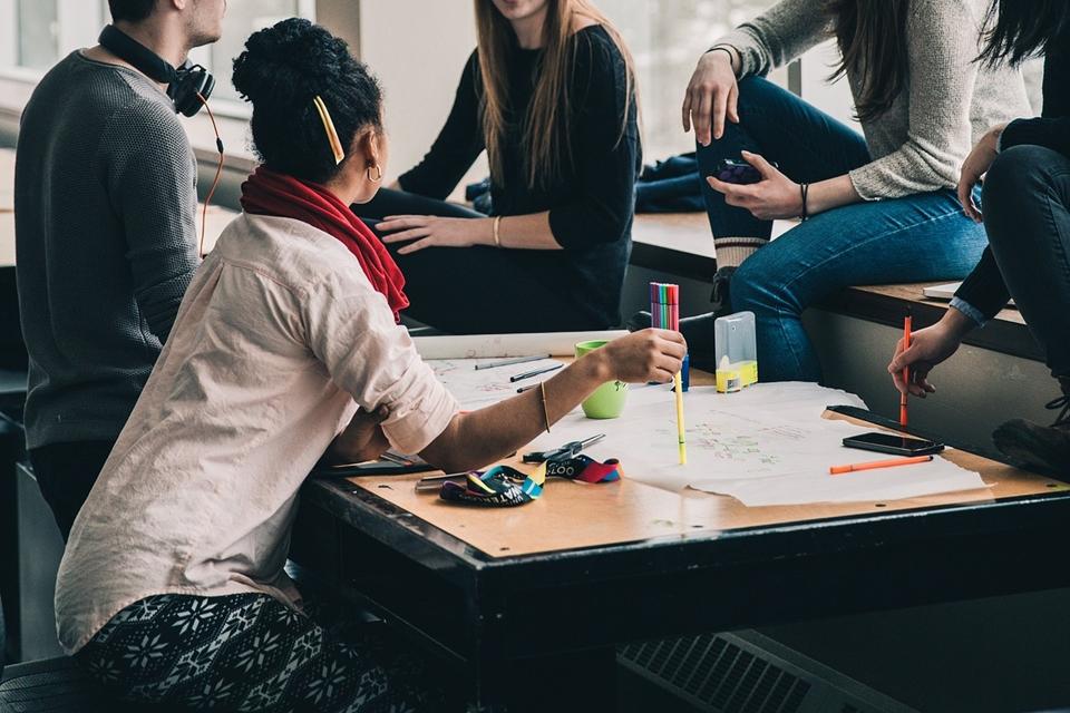 Imagem de De olho nos jovens: empresas de tecnologia preferem contratar os millenials no tecmundo