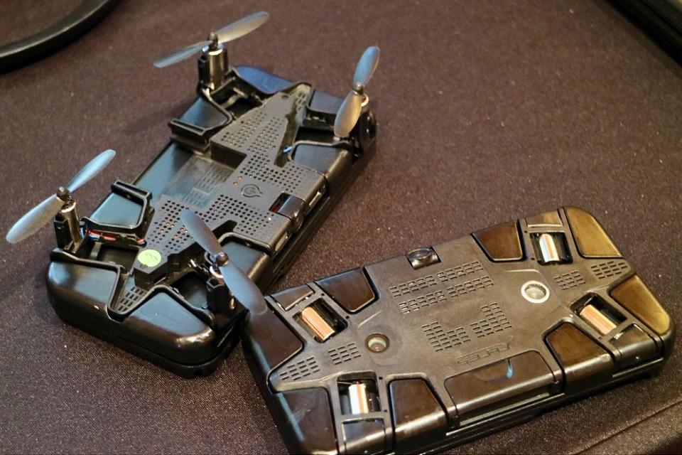 Imagem de Zerando a CES: lançaram uma capa para smartphone que se transforma em drone no tecmundo