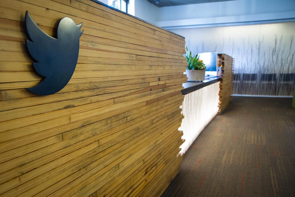 Imagem de Parem as máquinas! O Twitter deu lucro pela primeira vez na história no tecmundo