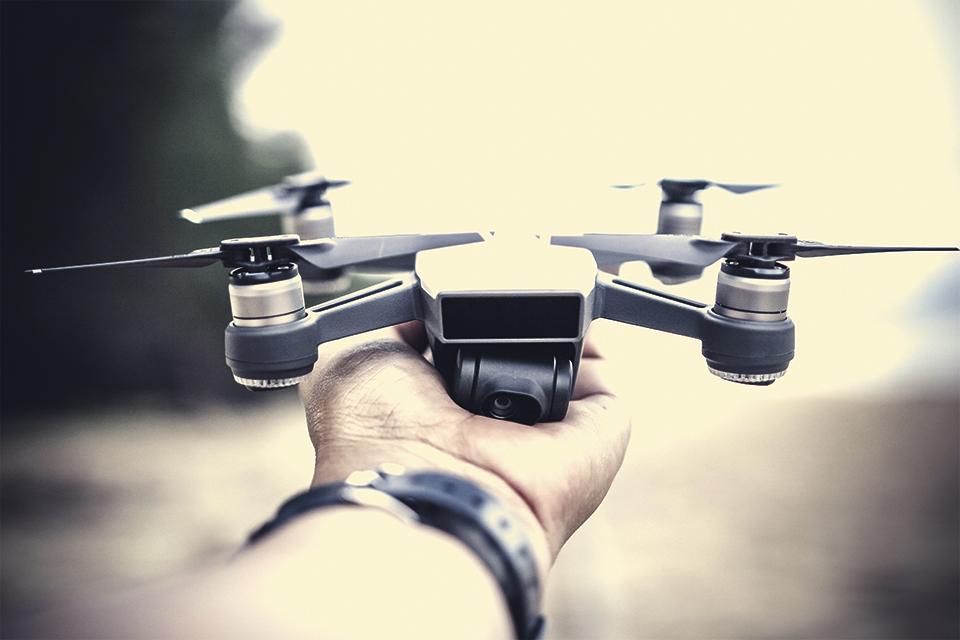 "Imagem de DroneGun Tactical: arma ao estilo ""Blade Runner"" promete caçar drones no tecmundo"