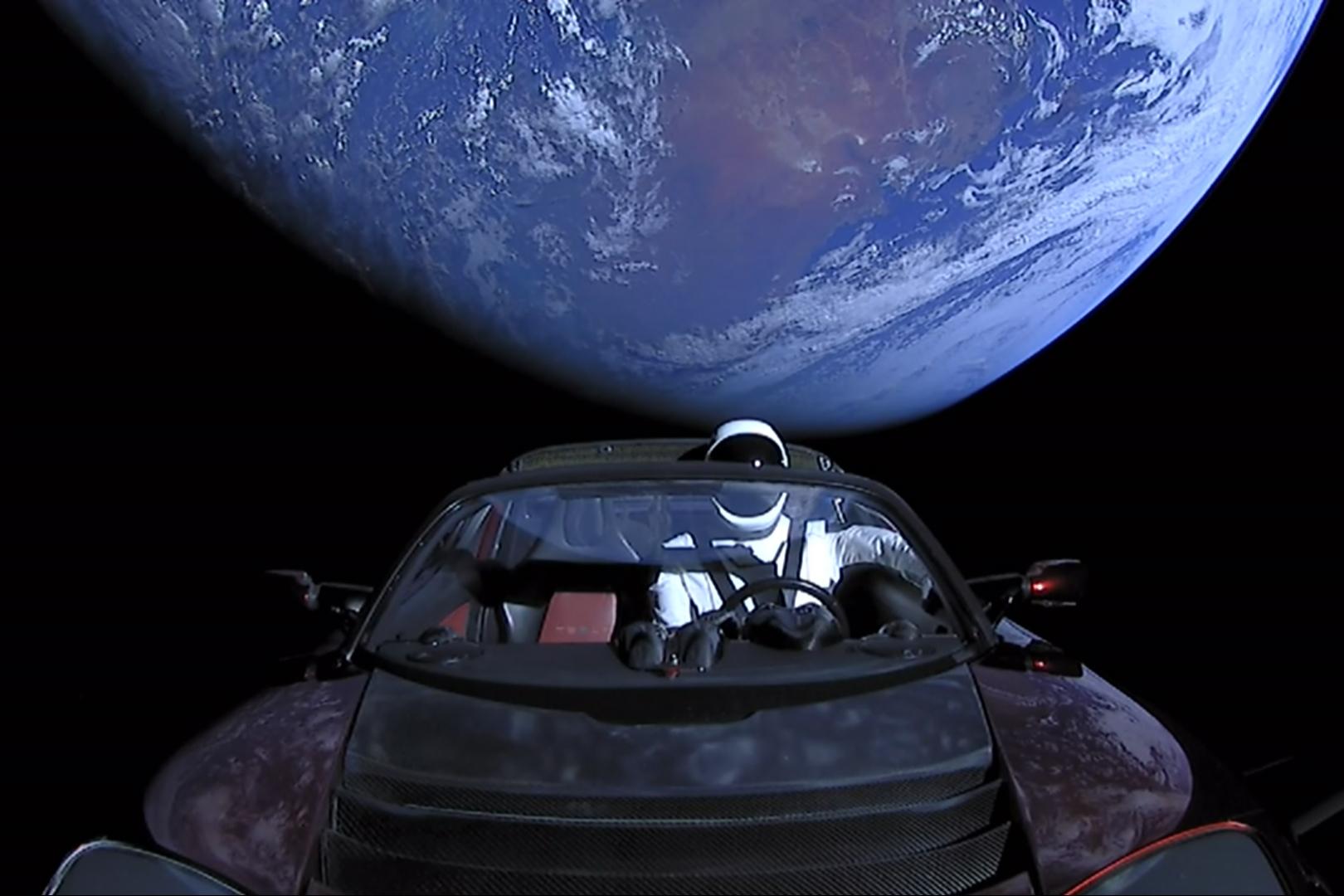 Imagem de Onde o Tesla Roadster está no espaço? Este site te ajuda a saber no tecmundo