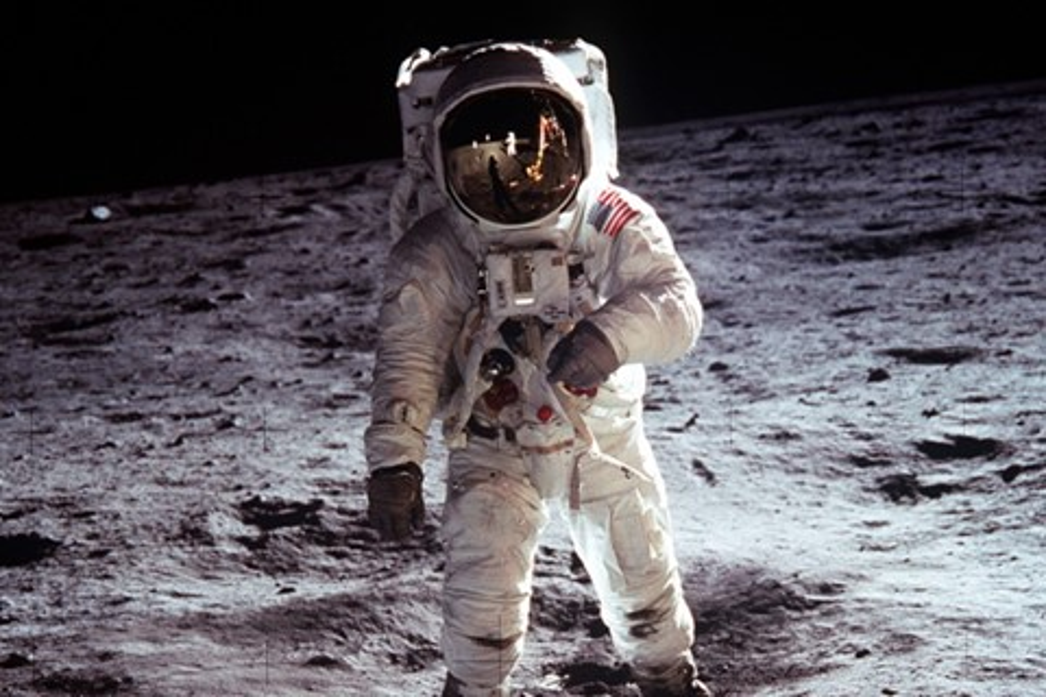 Imagem de Você tem ideia de quanto a viagem do homem à Lua custou aos EUA? no tecmundo