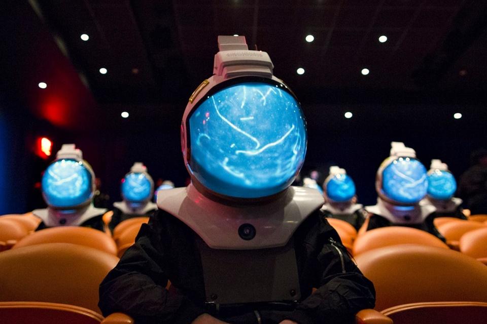 """Imagem de National Geographic usa capacetes imersivos para a série """"One Strange Rock"""" no tecmundo"""