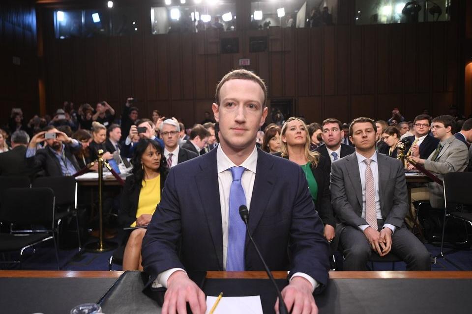 """Imagem de Zuckerberg afirma que """"sempre haverá uma versão gratuita do Facebook"""" no tecmundo"""
