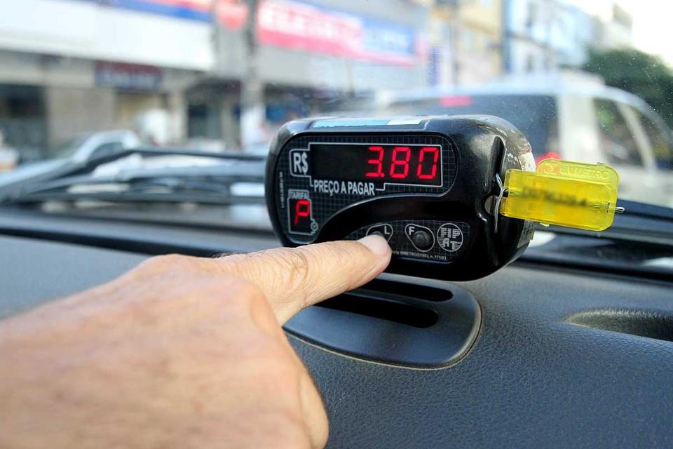 Imagem de Chegada da Uber ao Brasil reduziu preços nos apps de táxi, diz estudo no tecmundo