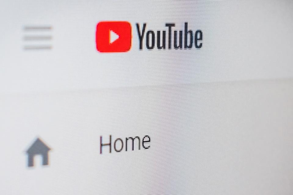 Imagem de YouTube retirou do ar 8,3 milhões de vídeos no último trimestre de 2017 no tecmundo