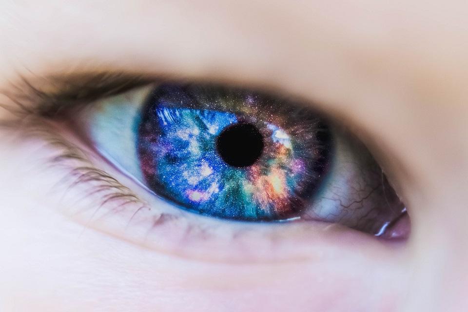 Imagem de Cientistas trabalham em nova lente pigmentada para daltônicos  no tecmundo