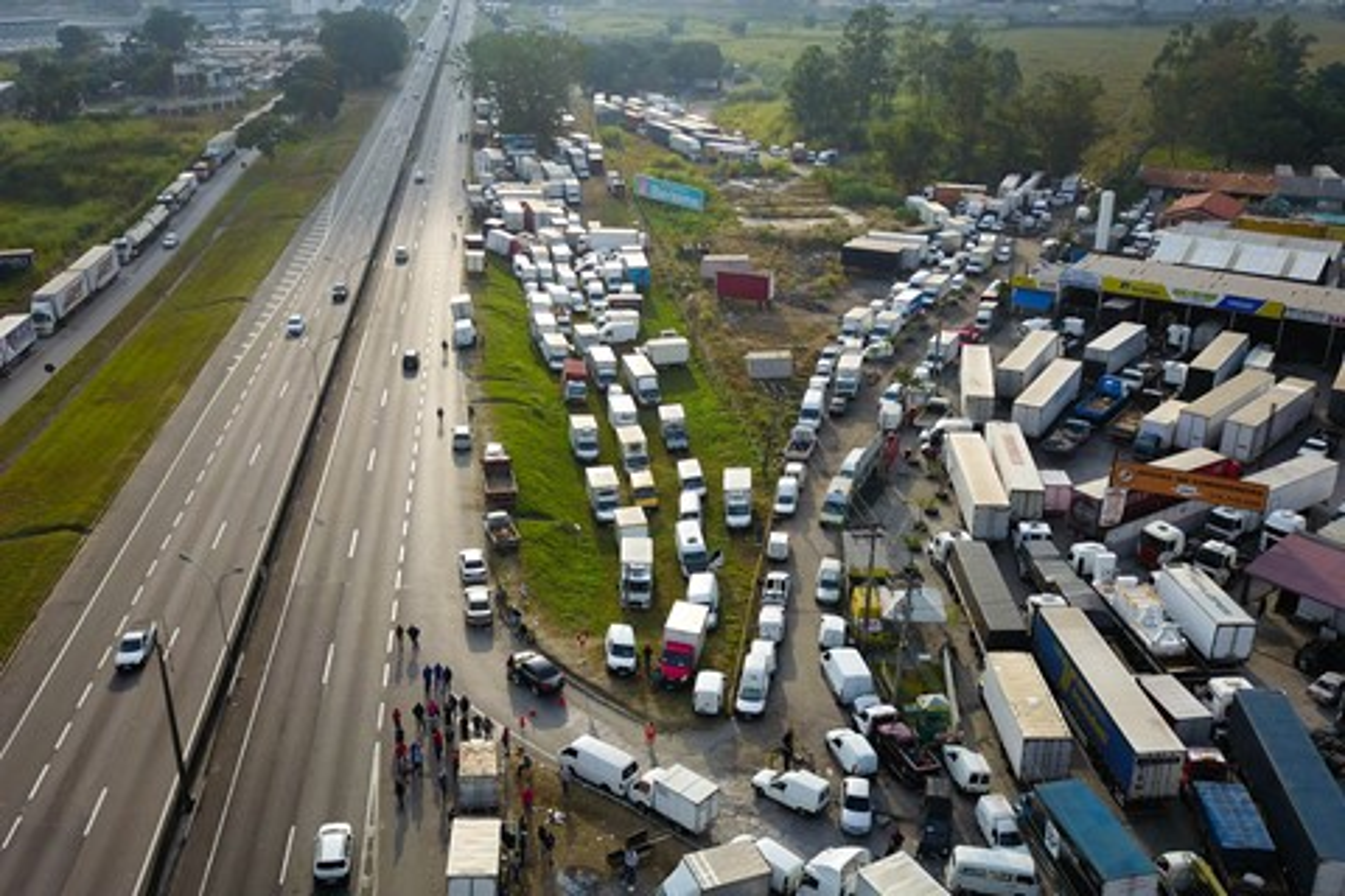 """Imagem de É mentira! Governo não """"cortará a internet"""" para desarticular caminhoneiros no tecmundo"""