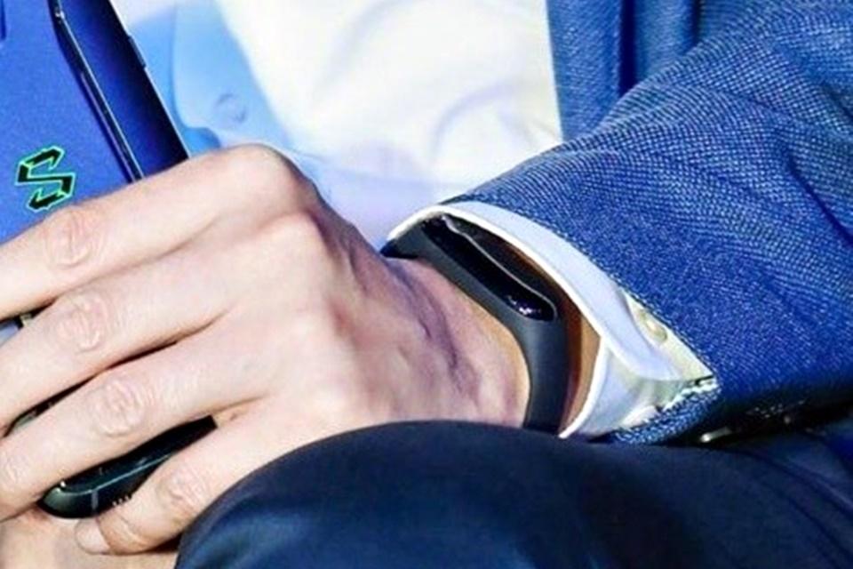 Imagem de CEO da Xiaomi confirma que pulseira flagrada em abril era mesmo a Mi Band 3 no tecmundo