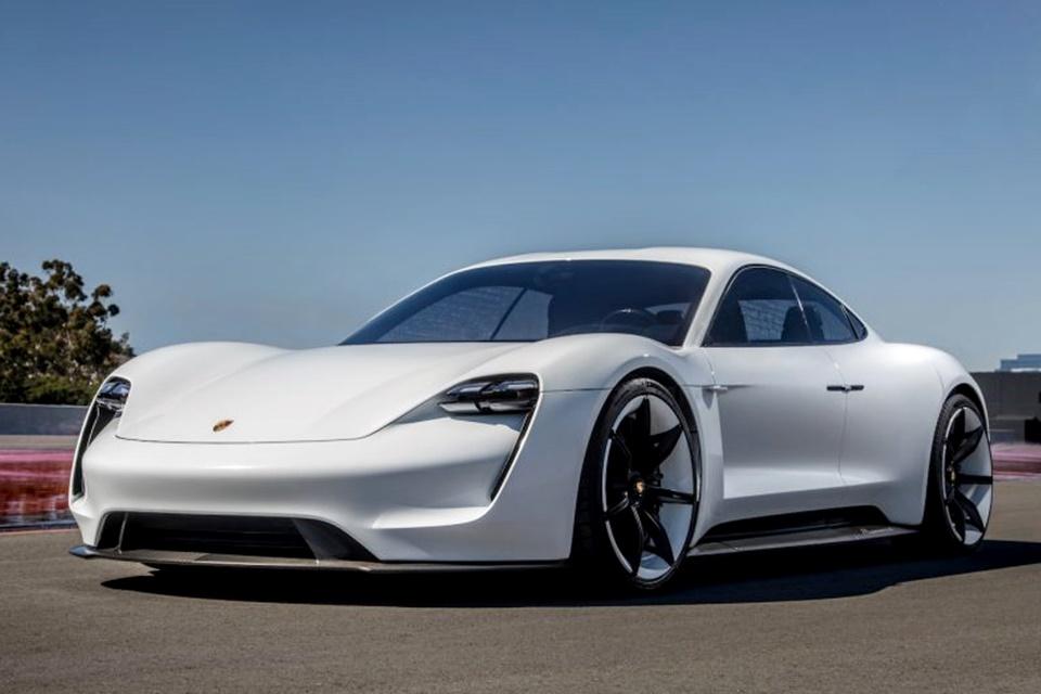 Imagem de Porsche revela o nome de seu sedan elétrico — e geral não curtiu muito no tecmundo